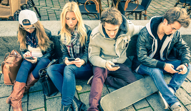 teens-smartphone-addiction